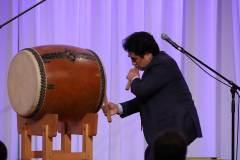 6月7日、フォーラム開催6周年記念ディナーレセプションにて。半田晴久WSD総裁による、太鼓のパフォーマンス | At Dinner reception celebrating the Forum's 6th year on June 7th Taiko Drum Performance by Haruhisa Handa, WSD Chairman